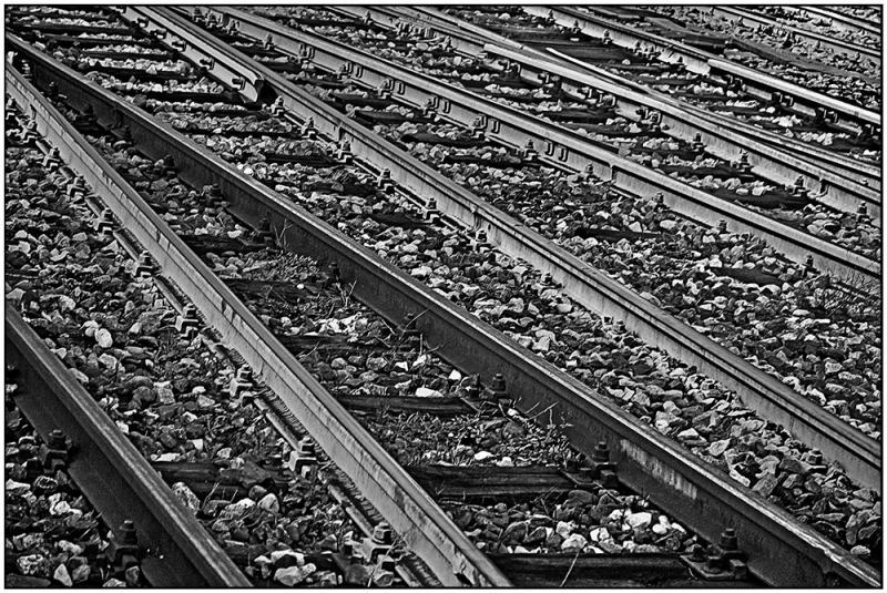 I_cross_the_railway_lines_Binary_Track_Platform_Binario_Rotaia_Sassi_Rock_Railroad_Rail_Milano_Centrale_Railway_Station_Milan_Italy_VB