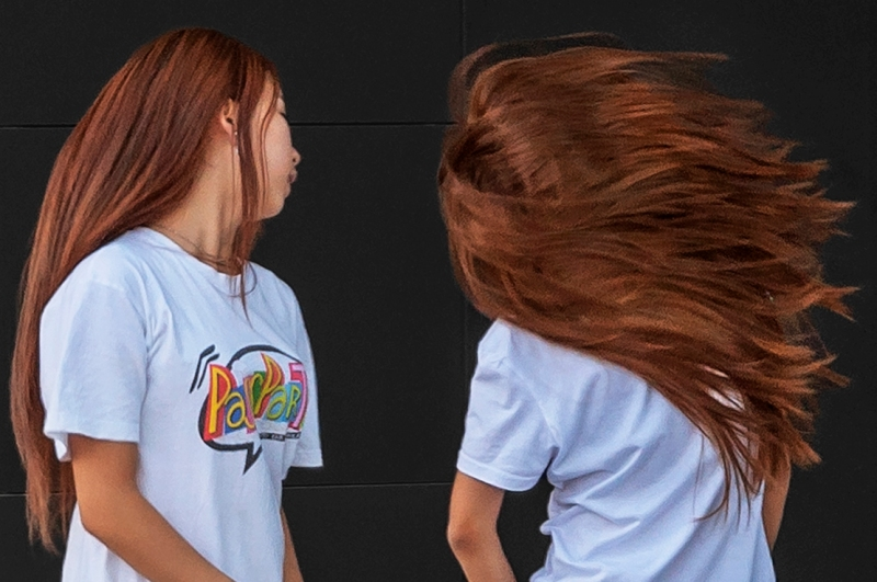 Hair_swinging_dance_Ragazze_Girls_Hair_Capelli_Dance_Danza_Alvar_Alto_square_Progetto_Porta_Nuova_Main_Business_District_of_Milan_Italy_Offphoto_GB